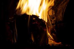 Contact (Atreides59) Tags: feu fire flamme flammes flame flames jaune yellow rouge red bleu blue cheminée cheminee pentax k30 k 30 pentaxart atreides atreides59 cedriclafrance