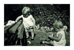 i gemelli a Vicenza - settembre 1935 (dindolina) Tags: photo fotografia blackandwhite bw biancoenero monochrome monocromo vintage family famiglia history storia gemelli twins vignato italy italia veneto vicenza 1935 1930s annitrenta thirties