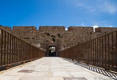 hacia el puente levadizo (josmanmelilla) Tags: melilla sol azul cielo españa pwmelilla flickphotowalk pwdmelilla pwdemelilla sony