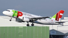 CS-TTA (AnDyMHoLdEn) Tags: airportugal tap a319 staralliance egcc airport manchester manchesterairport 23r