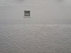 Lüftungslamellen verstellbar (QQ Vespa) Tags: neuesachlichkeit urban wand wall gitter uni minimalismus minimal
