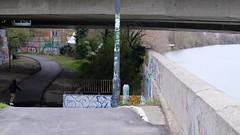 Toulouse - skate - bord de Garonne (river) (fred.weg) Tags: toulouse garonne fleuve rivière river pont bridge under sous descente chemin way graffiti skate