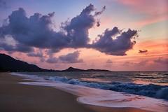 Early morning - Lamai beach (Vest der ute) Tags: g7xm2 g7xll thailand beach sand clouds sky softlight sea seascape landscape waves sunrise fav25 fav200
