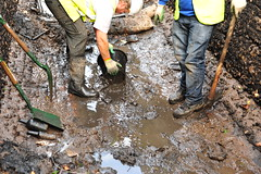 Dirty work (legomanbiffo) Tags: maintenance barge narrowboat waterways british canal lock top atherstone