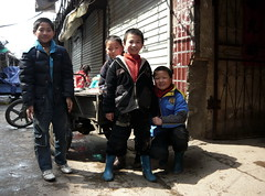 Four Chinese Boys (Wolfgang Bazer) Tags: boys buben jungs migrant workers children wanderarbeiter wanderarbeiterkinder hefei anhui china schulhölle school education hell migrantenkinder