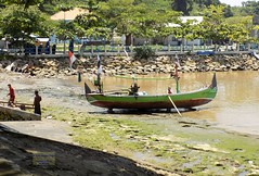 Indonesia-Java Popoh Beach 20171215_122134 DSCN0448 (CanadaGood) Tags: asia asean seasia indonesia indonesian java javanese eastjava jawatimur popoh sea beach boat canadagood 2017 thisdecade color colour tulungagung green