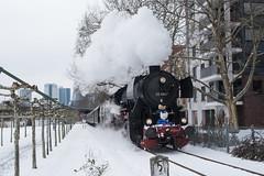 2018 Schnee im März und die Dampflok fährt. (mercatormovens) Tags: frankfurt mainufer city dampflok historischeeisenbahn