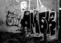 graffiti amsterdam 2006 (wojofoto) Tags: amsterdam nederland netherland holland graffiti streetart wojofoto wolfgangjosten 2006 amok zwartwit blackandwhite monochrome