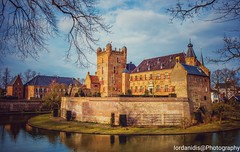 Kasteel Huis Bergh, Netherlands (Stathis Iordanidis) Tags: castel ancient architecture water trees lake landscape nature kasteel huis bergh
