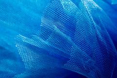 Rhapsody In Blue (ipomar47) Tags: macromondays hmm theblues rhapsodyinblue rapsodiaenazul blue azul tulle tul gasa velo tejido muslin chiffon crêpe veil cloth fabric material texture macro macrofotografia photomacrography macrography macrophotography closeup bokeh pentax k3ii