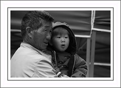 Two . . . gether. SoS (nickylechatreux) Tags: enfant monochrome ensembles portrait chine yunnan famille family bw smile sos smileonsaturday together twogether