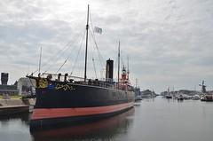 Buffel (Hugo Sluimer) Tags: nederland zuidholland holland port haven scheepvaart