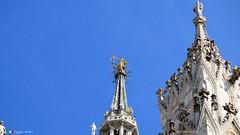 MILANO E LA SUA MADONNINA. (Salvatore Lo Faro) Tags: milano lombardia italia italy duomo chiesa guglia madonnina sratua dorata cielo pinnacolo azzurro santa maria nascente scultura salvatore lofaro canon g16