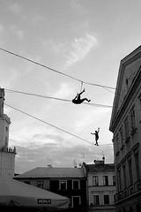 walk the line #1 (Icarus) (deeluuu) Tags: lines walk highline festival lublin carnavalsztukmistrzów street streetphotography urban czarnobiałe bw blackandwhite film analog analogue kentmere kentmere400 yashicaelectro35 ilfotecddx