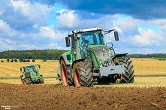 Ploughing | FENDT 824 Vario with the FENDT 516 Vario (martin_king.photo) Tags: fendt lemken ploughing autumn work worker tractor green clouds cloud cloudyday bluesky blue red photogoraphy photographer canon tschechische republik powerfull martinkingphoto machines strong agricultural great czechrepublic love farming daily machinery farm working modern agriculture landwirtschaft machine huge big colorful colors