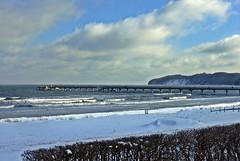 Binzer Seebrücke (lt_paris) Tags: urlaubinbinz2018 rügen binz seebrücke strand sandstrand ostsee meer wellen winter schnee himmel strandpromenade