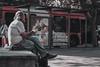 Mirando (hit_your_nightmares) Tags: comiendo eating homeless man