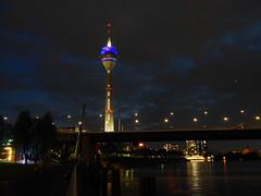 Düsseldorf bei Nacht - am Rhein (gernotp) Tags: deutschland düsseldorf düsseldorfurlaub nordrheinwestfalen ort urlaub grl5al grv4al exif:model=dmcgx7 geo:lat=51222111111112 geocountry exif:make=panasonic exif:aperture=ƒ56 geocity geo:lon=67678361111117 exif:focallength=18mm camera:model=dmcgx7 geolocation exif:lens=olympusm918mmf4056 geostate camera:make=panasonic exif:isospeed=3200