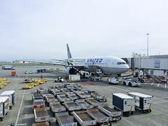 (Cjin99) Tags: sanfrancisco california unitedstates us sfo sanfranciscointernationalairport b777200 unitedairlines ca boeing aircraft airplane transportation b777222 n777ua ua624 spring