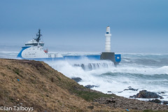 Aberdeen Harbour breakwater 6 (Ian R T) Tags: aberdeen harbour storm stormywaves waves breakwater roughsea