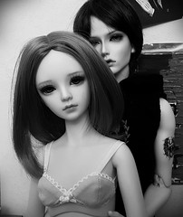 Togetherness (claudine6677) Tags: bjd sd ball jointed doll asian dolls beyours amber soom dia black white sammlerpuppen puppe bw sw romance