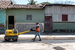 The geometry of construction (10b travelling / Carsten ten Brink) Tags: carstentenbrink 10btravelling 2018 americas centralamerica granada iptcbasic latinamerica latinoamerica nica nicaragua nicaraguan centroamerica cmtb construction roadsurfacing tenbrink