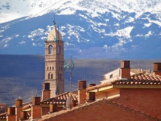 Torre de la Magdalena...sobre los tejados. - Tarazona.