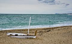 EnSORRAda / Sunk in sand (SBA73) Tags: catalunya catalonia catalogna platja plage beach strand sorra sand maresme vilassar vilassardemar sunk wreck llevantada tempesta storm sturm mar mer see sea mediterrani mediterranean mittelmeer barcelona horizon calm
