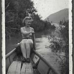Archiv Thür132 Frau im Ruderboot, 1930er thumbnail