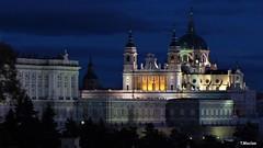 Madrid noche. Catedral de la Almudena (temacimore) Tags: nocturnas noche monumentosmadrid madridnoche madrid madridciudad catedraldelaalmudena laalmudena palaciorealmadrid