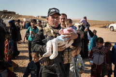 I was fascinated by the contrast between the strength of this soldier and the innocence of this little baby girl. (rvjak) Tags: irak d750 nikon iraq middleeast moyenorient war guerre kurdistan réfugiés déplacés idp refugees soldier peshmerga soldat baby bébé arabe arab kurd weapon arme sand sable poussière dust mosul mossoul