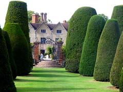 Packwood House, Lapworth, Warwickshire (Diepflingerbahn) Tags: packwoodhouse tudormanorhouse nationaltrust lapworth warwickshire finepixs5800 topiary