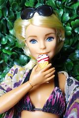 Ice cream (FreeRangeBarbie) Tags: antiope madetomove barbie fashiondoll diorama curvybarbie