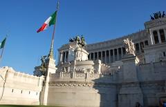 Monumento a Víctor Manuel II (Roma, Italia, 14-10-2017) (Juanje Orío) Tags: 2017 roma rome italia italy patrimoniodelahumanidad worldheritage bandera flag monumento europeanunion europa europe lazio