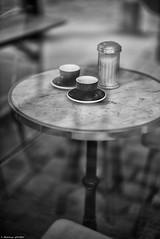 Double expressos (Mathieu HENON) Tags: leica m240 noctilux 50mm blackwhite noirblanc nb monochrome france paris café expresso table reflet