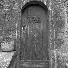 The Doors de La Couvertoirade (poprostuflaga) Tags: france frankreich francja drzwi