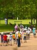 Groupe d'écoliers au parc (cfdtfep) Tags: écoliers enfants ballade parc enfant équipe groupe écolier activité loisir amis éducation sortie école nature habits voyage excursion vacance picnic scolaire touriste tourisme visite visiteurs promenade balade sac sacs touristes france