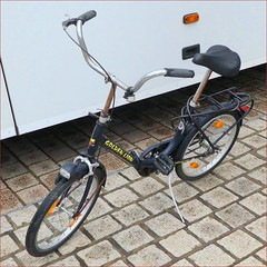 Spiers - Folding bike touring car driver (letterlust) Tags: letterlust bicyclehistory 2010s thetenties dejarentien die10erjahre lesannéesdix klapprad plooifiets vouwfiets foldingbike vélopliant bicicletaplegable rowerskładany