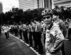Jakarta!! (-Faisal Aljunied - !!) Tags: indonesia jakarta policeman streetphotography faisalaljunied
