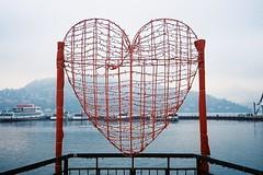 Il grande cuore (sirio174 (anche su Lomography)) Tags: olympus35rc kodakultramax400 cuore selfie cuorerosso heart lago lake lagodicomo como comolake italia italy