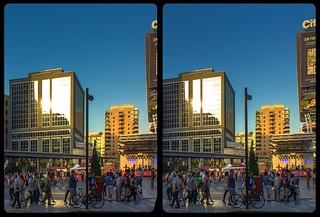 Dundas Square sunset 3-D / CrossView / Stereoscopy / HDR / Raw