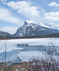 Banff national park 29-30 mars 2018 (Mountain lakes dreaming) Tags: alberta ice white bleu vermillionlakes banff