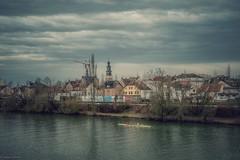 Am Main... (hobbit68) Tags: 🚣♀️ rudern water river fluss frankfurt himmel sky clouds house haus gebäude kirche church