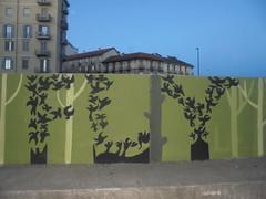 062 (en-ri) Tags: uccelli birds nero verde alberi trees torino wall muro graffiti writing