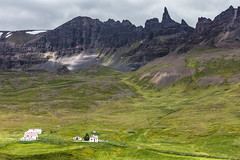 Summery Afternoon in Iceland (Role Bigler) Tags: berg canoneos5dsr ef green iceland island landschaft natur nature ef7020040lisusm house landscape mountain rock snow