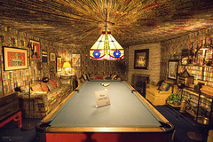 Elvis' Billiard Room at Graceland - Memphis (Tennessee) (Andrea Moscato) Tags: andreamoscato america statiuniti usa unitedstates us interior interni pool game stanza room museum museo house home red yellow light shadow luci ombre quadri gioco sala vivid elvis presley tourist attraction table inside view forniture biliardo