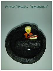 Un relax (Juan Antonio Xic Eseyosoyese) Tags: lego molcajete agua hotdog legophotography relax parque tematico traje celularhisense macrofotografia toy piedra mortero rubio chavo onda cool malos ejemplos comer y nadar abstraccion