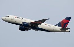 Delta Airbus A319-114 N33NB (Fasil Avgeek (Global Planespotter)) Tags: delta airbus a319114 n33nb air airways airlines airport dca kdca a319100 jet aircraft airplane airliner jetliner