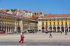 Lisbon : Praça do Comércio (Pantchoa) Tags: lisbonne portugal placeducommerce paysage ville architecture façades ciel place gens jaune bleu capitale arcades pantchoa pantxoa