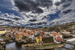 Český Krumlov (Martika64) Tags: fotografiaurbana urbanphotography paisajeurbano urbanlandscape cityscape townscape nubes clouds cielo sky rio river riomoldava moldavariver edificios buildings color colors puentes bridges pueblomedieval medievaltown imagenacolor colorimage espacioabierto outdoor českýkrumlov czechrepublic